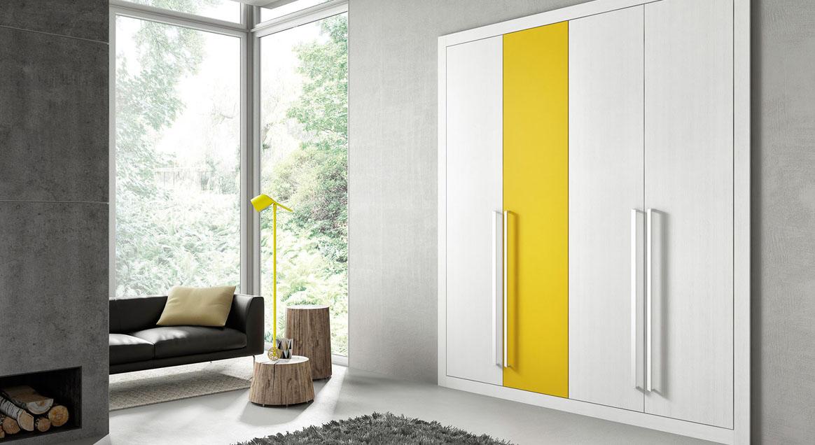 Armario en puerta batiente muy original. Amplia carta de acabados y colores
