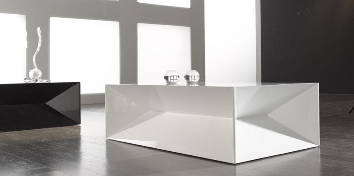 Mesa centro lacada con mucho diseño, diponible en diferentes acabados