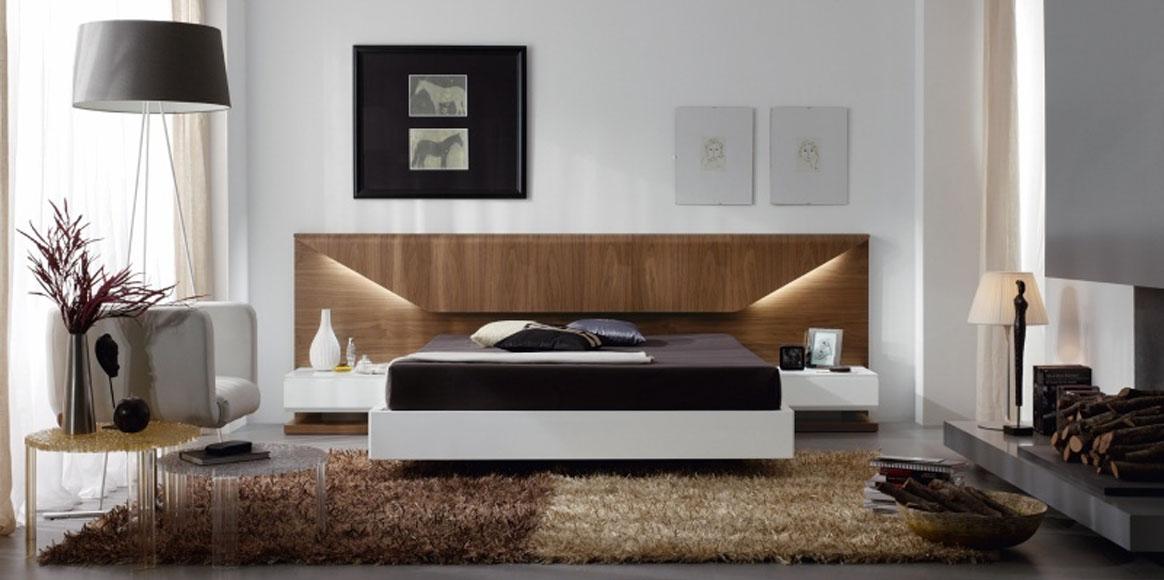 Dormitorio con luces insertadas. Combinación de maderas nobles y lacas.