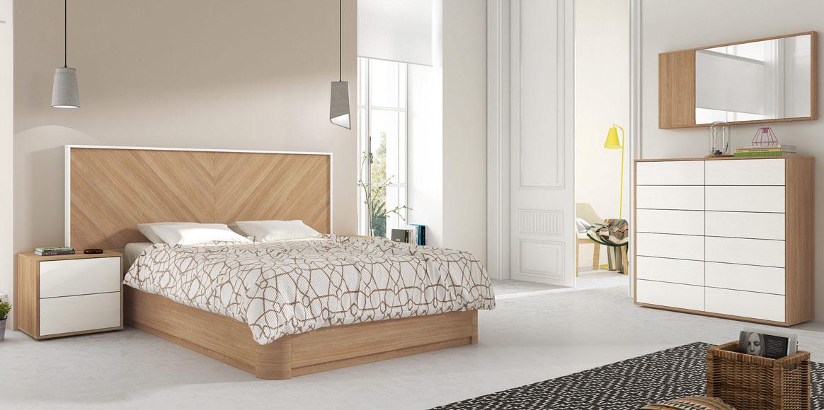 Dormitorio con un destacable cabezal y bañera con formas redondeadas, fabricado con maderas naturales. Posibilidad de diferentes lacados.